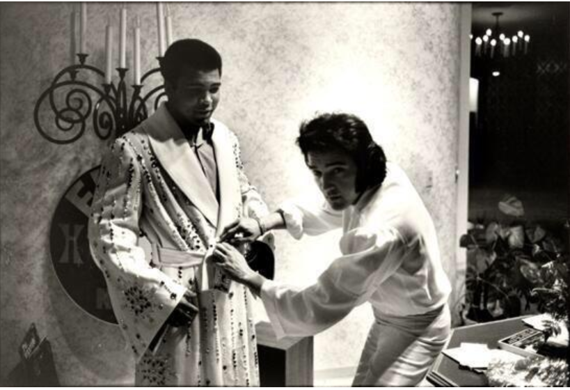 Elvis presenting robe to Ali